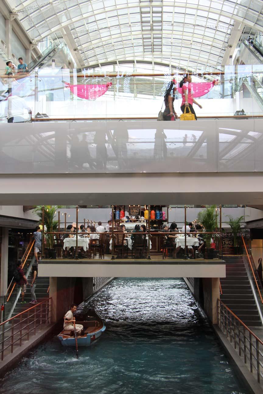 Il est même possible de faire de la barque dans les centres commerciaux !